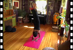 Handstand on stretch pad